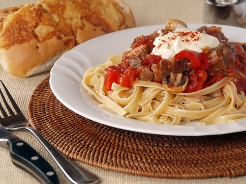 Hungarian Goulashingredients800g Beef Shanks, Shoulder Or Shin, Cubed800g Tomatoes, Chopped300g Button Mushrooms3 Large Red Capsicum, Seeded And Sliced3 Tbsp Paprika2 Tbsp Tomato Paste2 Large...