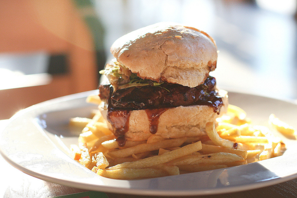 Burger v MMX (by therezablonde)