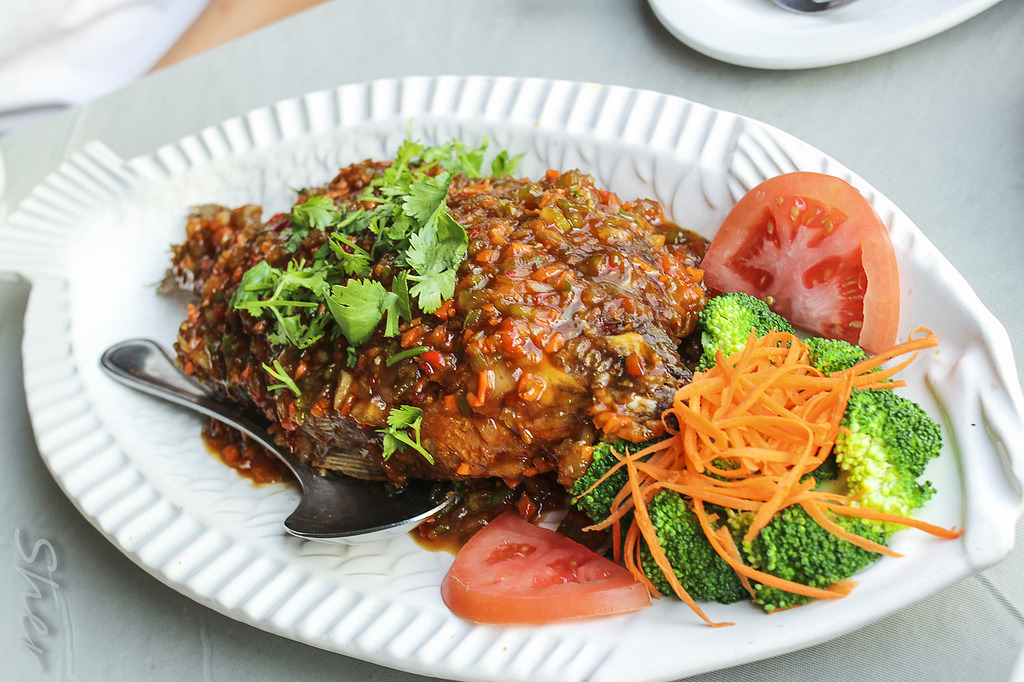 Fried Whole Talapia (by sheryip)