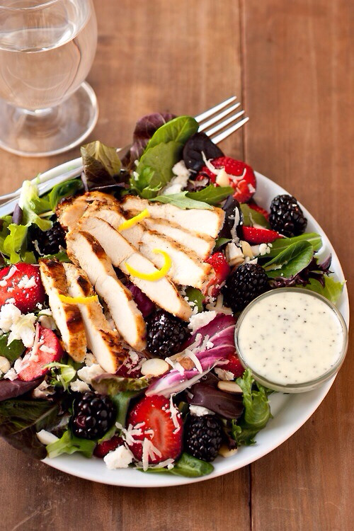 Grilled Chicken Fruit Salad on We Heart Ithttp