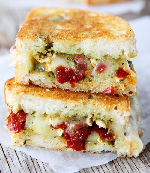 Pesto, brie & sweet pepper grilled cheese